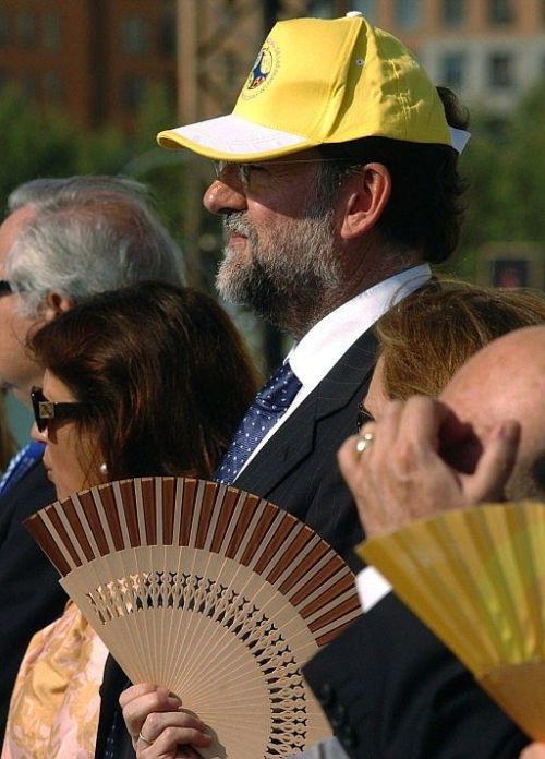 Rajoy gorra amarilla